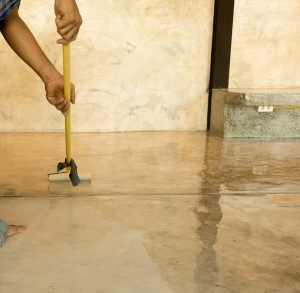 Work lacquering concrete floors using roller for coating